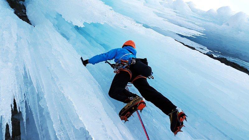 ice-climbing-4000385_1920.jpg